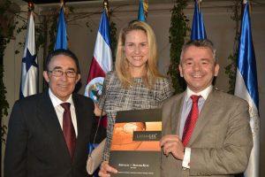 Carlos Quintanilla y Elizabeth Heurtematte, de LatamLex; y Julio Veloso, de BROSETA