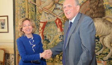 La Fiscal General del Estado, Consuelo Madrigal, y el Presidente del Consejo General del Notariado, José Manuel García Collantes