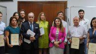 Alumnos asistentes al curso junto con José María García Gutiérrez, Presidente de la Asociación y Maria de los Reyes Rueda Serrano (en el centro),  tras la entrega de Diplomas