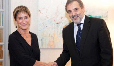 La presidenta del Consejo General de la Abogacía Española, Victoria Ortega, y el presidente de Telefónica España, Luis Miguel Gilpérez