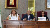 Carmen Colmenero, diputada del Colegio, Vicente Oya, decano y Anunciación Carpio, ponente