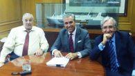 Pedro Garaygordóbil (Presidente de ASTILLEROS ZAMAKONA), Juan Riva (Presidente del Grupo SUARDIAZ) y Eduardo Albors, Socio de ALBORS GALIANO PORTALES, en el momento de la firma del contrato.