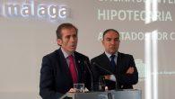 El decano del ICA Málaga, Francisco Javier Lara, y el presidente de la Diputación de Málaga, Elías Bendodo