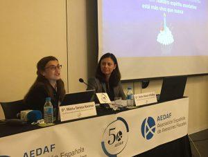 Maite Azcona, Vocal Responsable de Atención al Asociado de la Comisión Directiva de la AEDAF y Dulce Mª Villalba, Vocal Responsable de Demarcaciones Territoriales de la Comisión Directiva de la AEDAF
