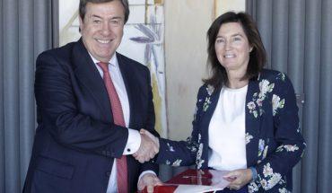 El decano-presidente del Colegio de Registradores, Gonzalo Aguilera, y la directora de BBVA España, Cristina de Parias