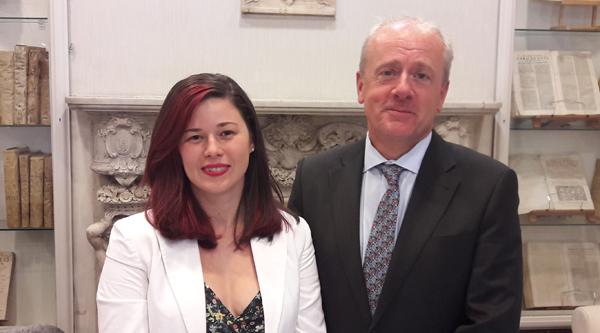 Mara Monreal, presidenta de CEAJ, y Alberto Larrondo, director de Relaciones Corporativas de LED