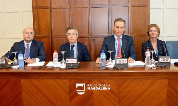 Javier Rodríguez Pellitero, secretario general de Asociación Española de Banca; Manuel González-Meneses, notario; Segismundo Álvarez, notario director del encuentro; Rosario Jiménez, registradora de la propiedad
