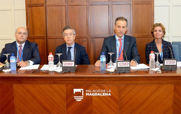 Javier Rodríguez Pellitero, secretario general de Asociación Española de Banca; Manuel González-Meneses, notario; Segismundo Álvarez, notario director del encuentro; Rosario Jiménez, registradora de la propiedad.