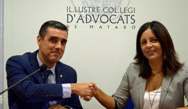 La diputada de Salut Pública i Consum de la Diputación de Barcelona, Laura Martínez, y el decano del Colegio de Abogados de Mataró, Julio J. Naveira