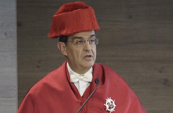 José Luis Piñar aboga por el derecho de acceso a Internet