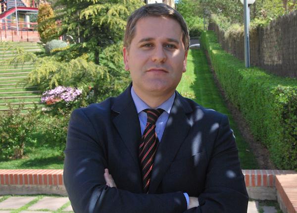 José R. Agustina