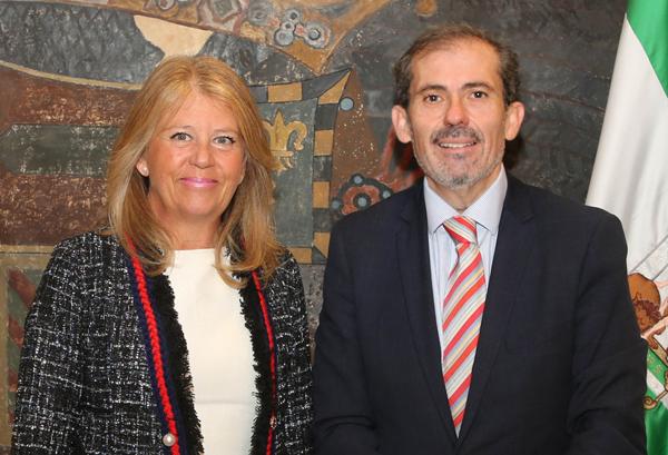 El decano del Colegio, Francisco Javier Lara, y la alcaldesa, Ángeles Muñoz