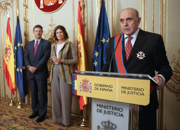 Luis Enrique de la Villa, Socio de Roca Junyent