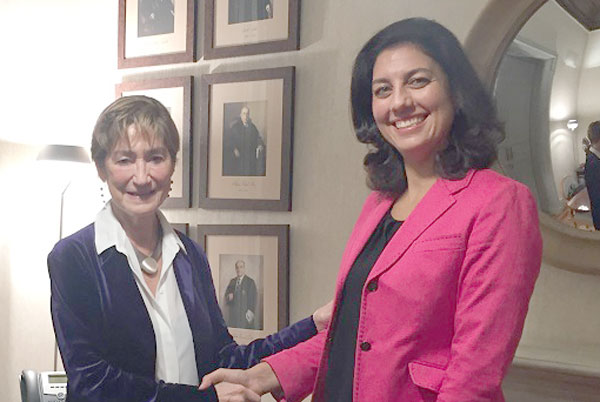 La presidenta del Consejo General de la Abogacía, Victoria Ortega, y Almudena de la Mata, presidenta de Blockchain Intelligence