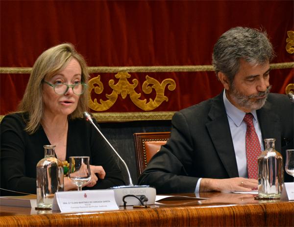 La presidenta de la Comisión de Igualdad, Clara Martínez de Careaga, y el presidente del Consejo General del Poder Judicial y del Tribunal Supremo, Carlos Lesmes