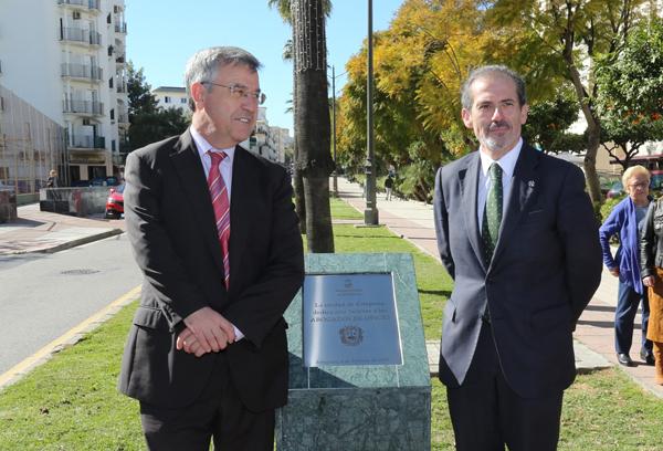 El alcalde de Estepona, José María García Urbano y el decano, Francisco Javier Lara