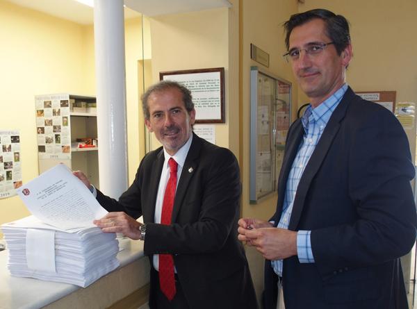 Francisco Javier Lara y Pablo Soriano, presentando las reclamaciones de Justicia Gratuita en Junta de Andalucía